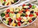 Рецепта Салата с паста фузили, карфиол, броколи, чери домати, маслини, сирене гауда и дресинг от майонеза и горчица